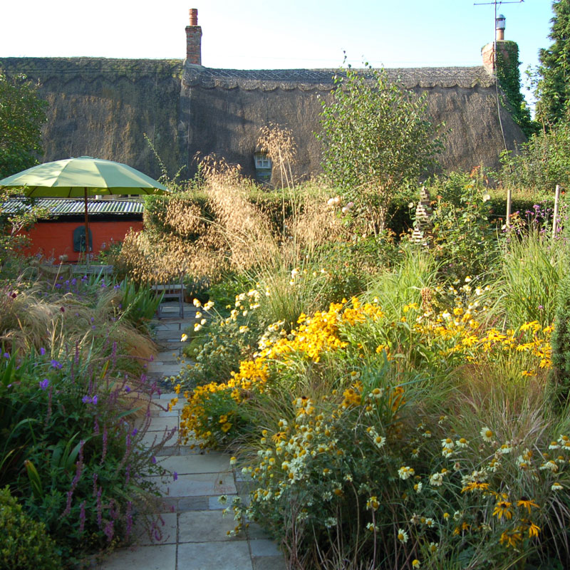 Outerspaces garden design in loddiswell kingsbridge for Outer space garden design