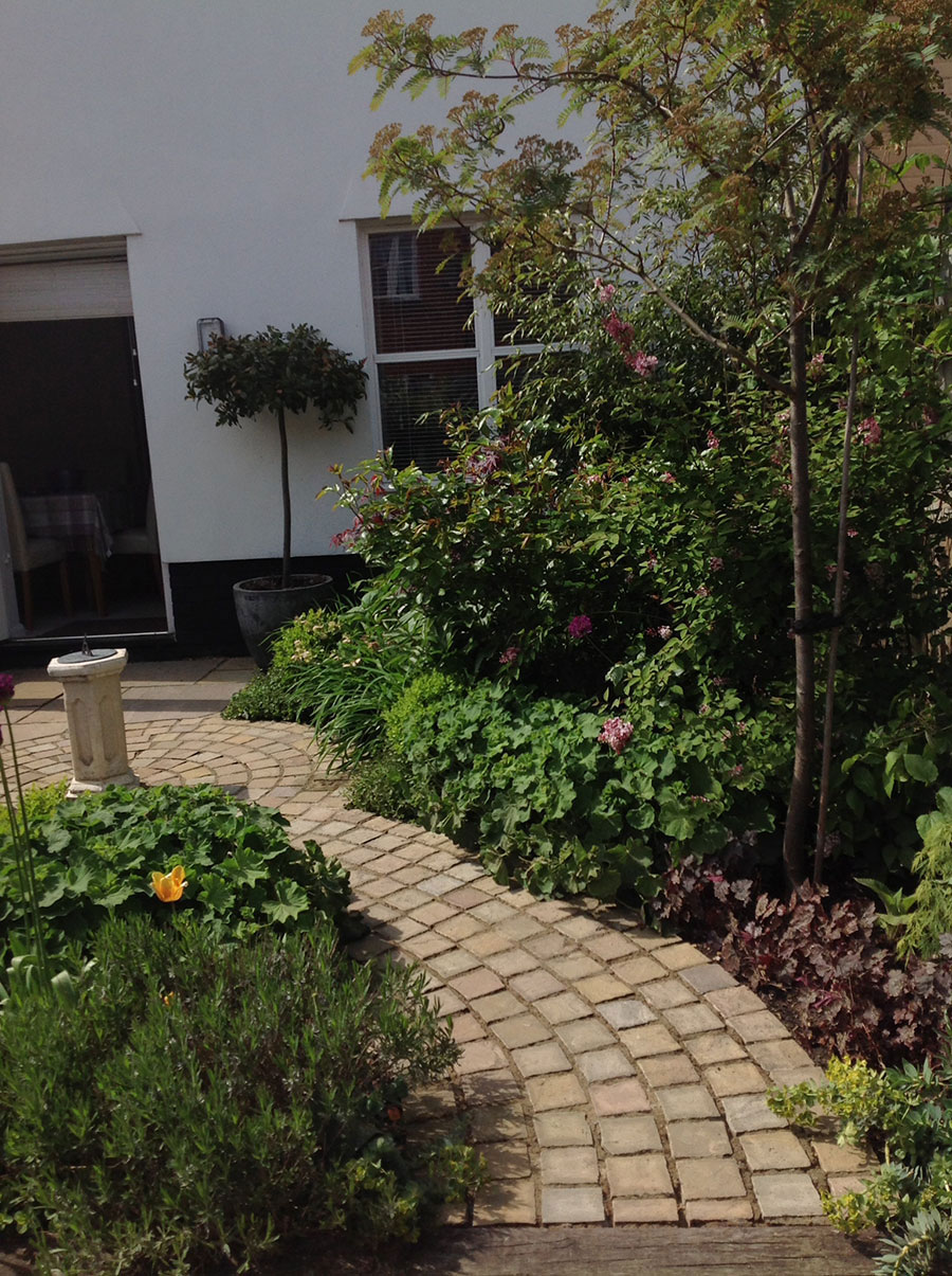 find local uk garden and landscape designers stonemarket